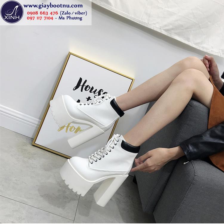 Boot nữ đế vuông tôn dáng 15cm màu trắng GBN19203