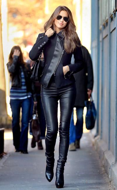 Áo khoác da cùng giày boot nữ cổ ngắn tôn lên nét đẹp cá tính của phụ nữ
