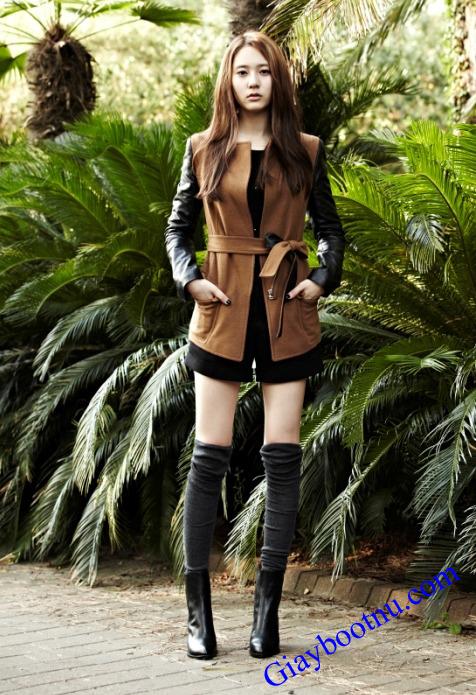 Trong những shoot hình giày boot nữ cổ thấp là không thể thiếu